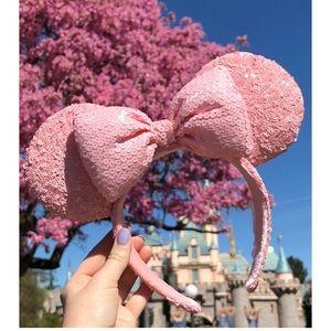 Disney parks millennial pink sequin Mickey eats!!